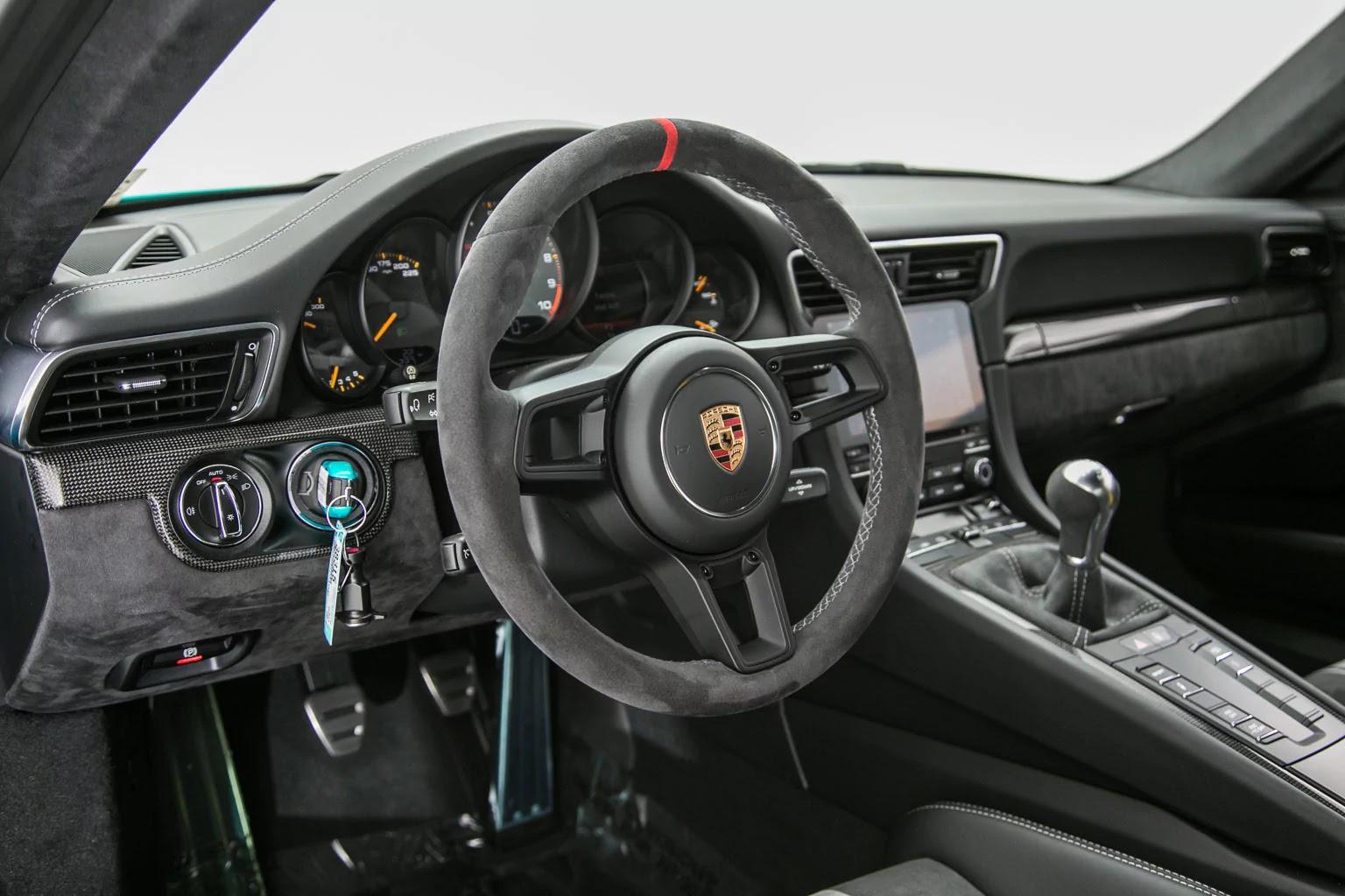 Porsche_911_GT3_Miami_Blue_05