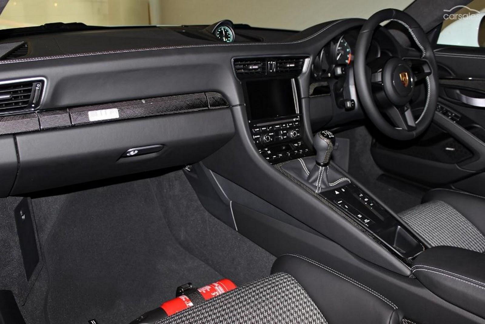Porsche-911-R-7