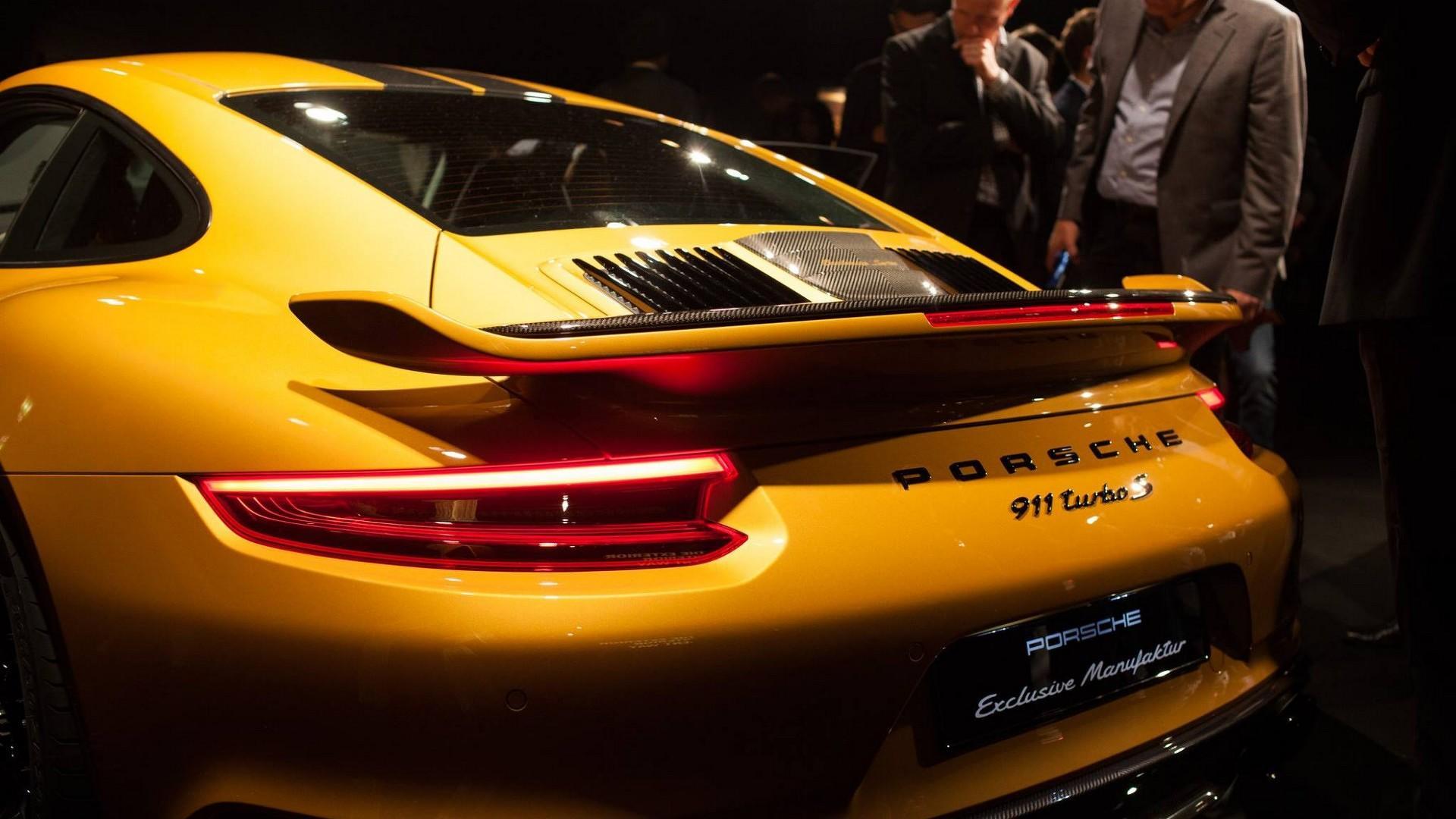 Porsche_911_Turbo_S_Exclusive_Series_18