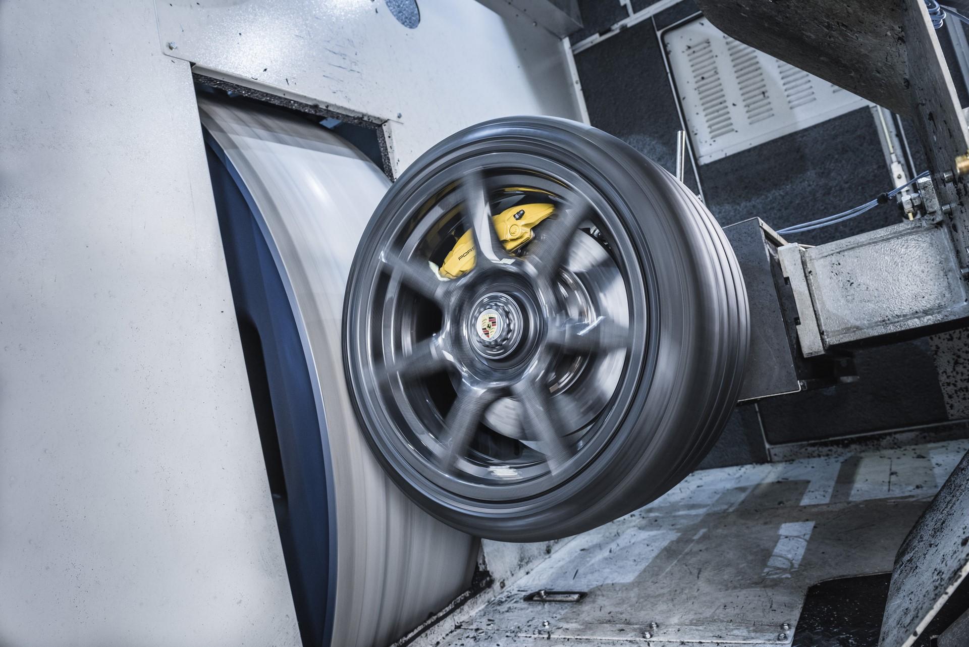 Porsche 911 Turbo S Exclusive Series carbon wheels (11)