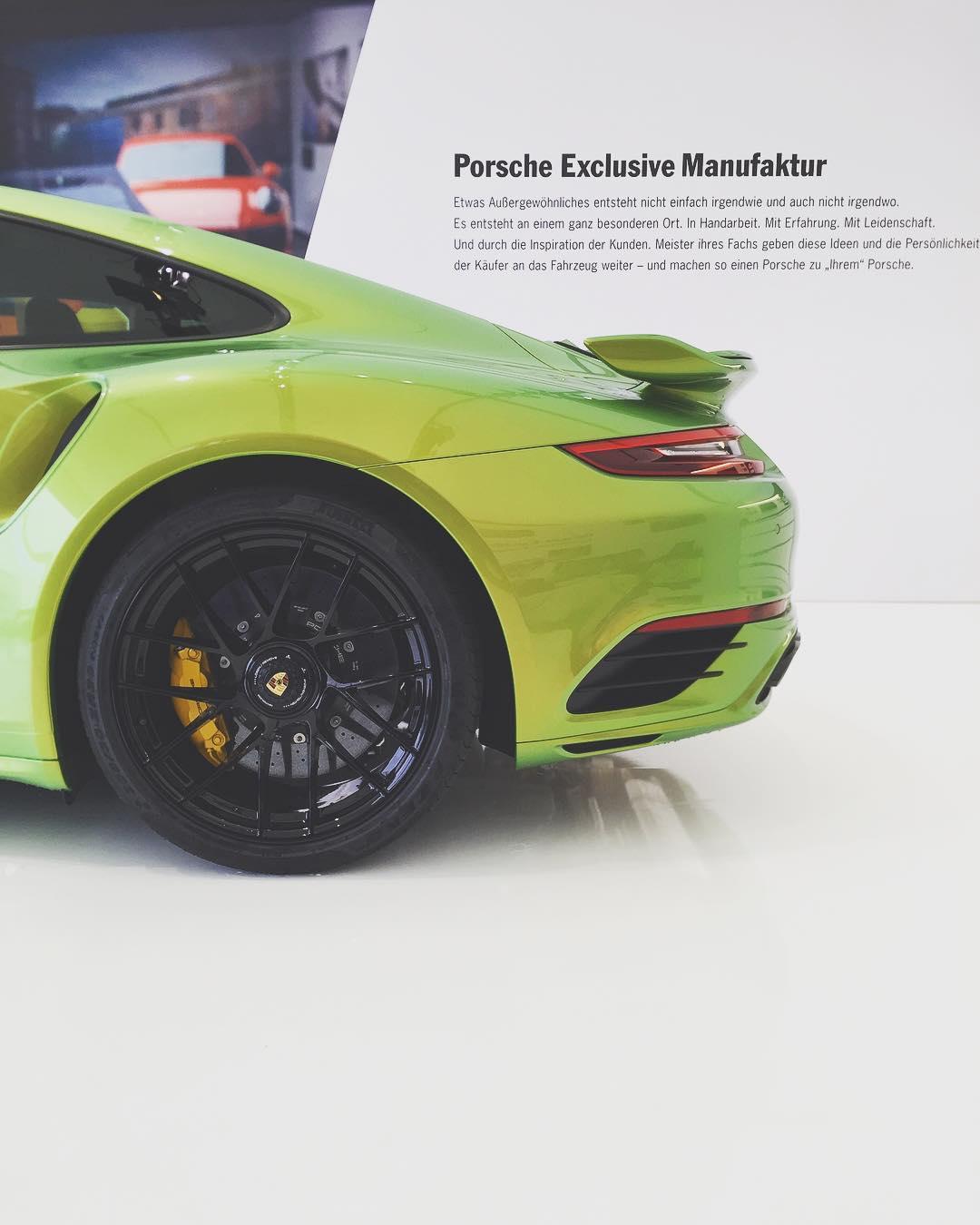 Porsche 911 Turbo S Python Green Chromaflair (2)