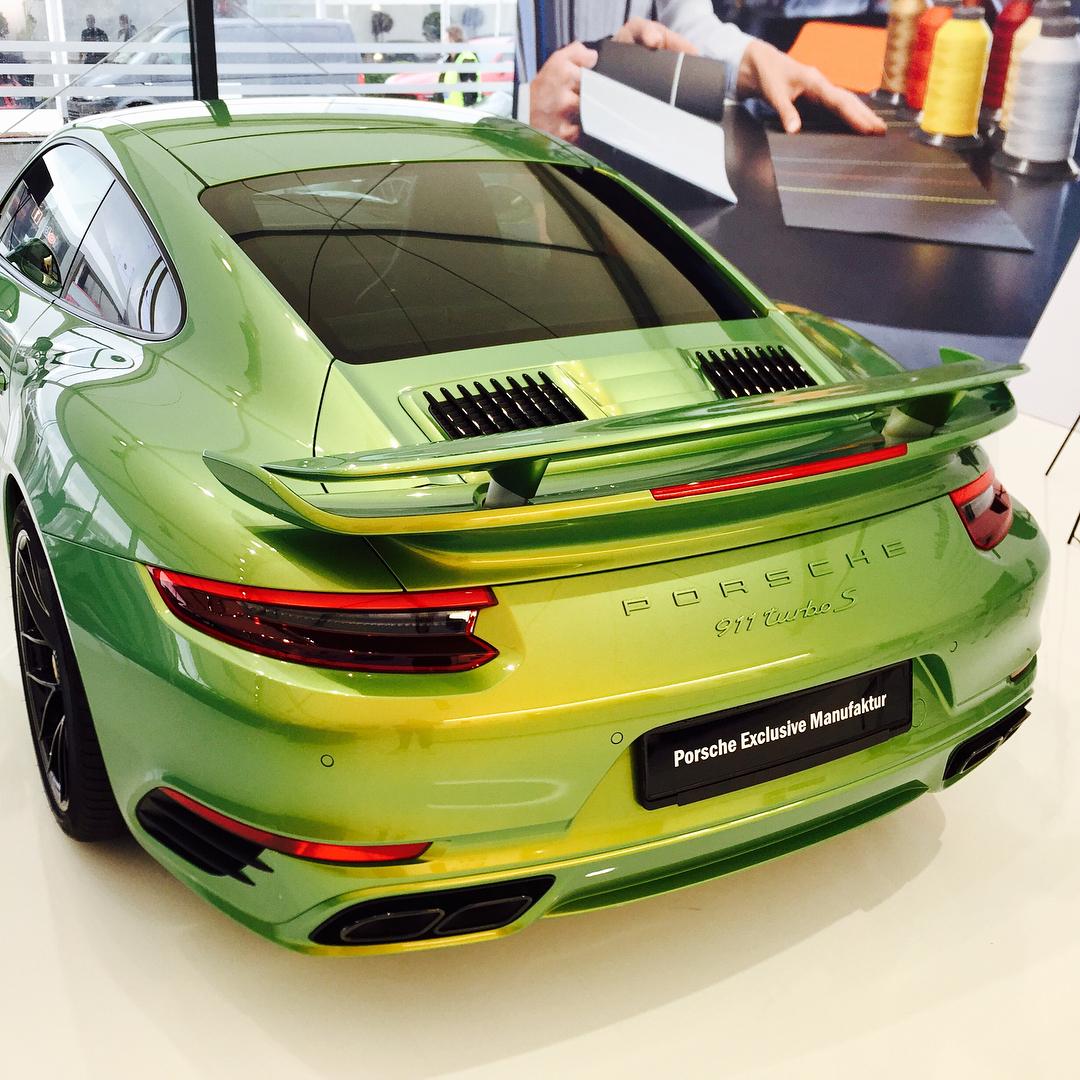 Porsche 911 Turbo S Python Green Chromaflair (3)