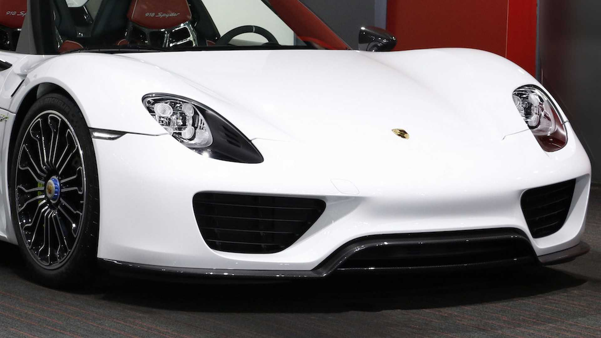 Porsche_918_Spyder_with_Weissach_Package_20