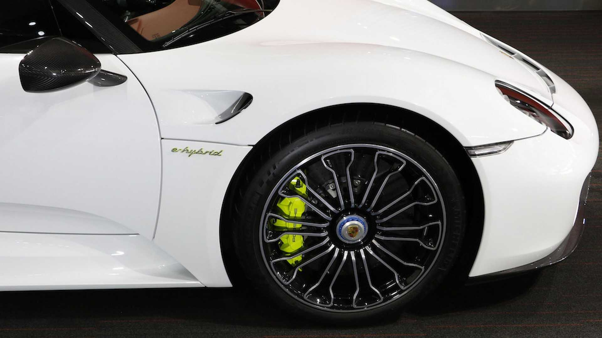 Porsche_918_Spyder_with_Weissach_Package_26
