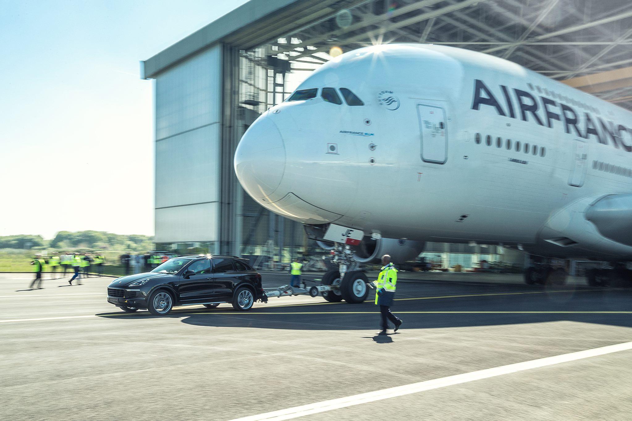 Porsche Cayenne Airbus A380 (2)