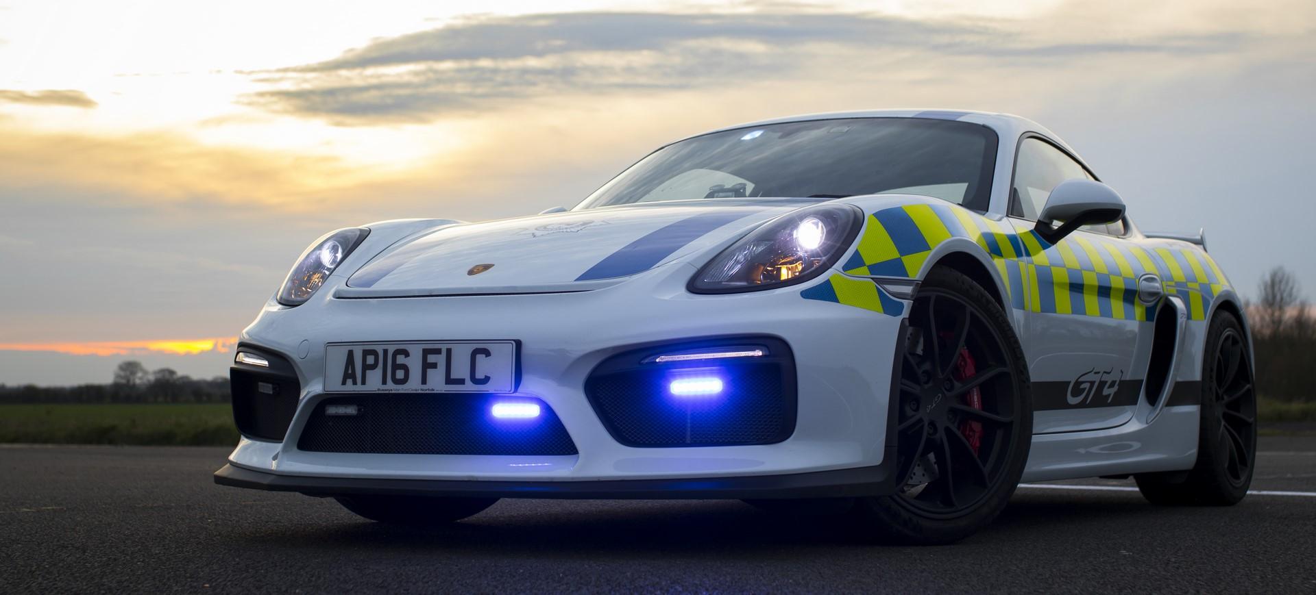 Porsche Cayman GT4 police car (1)