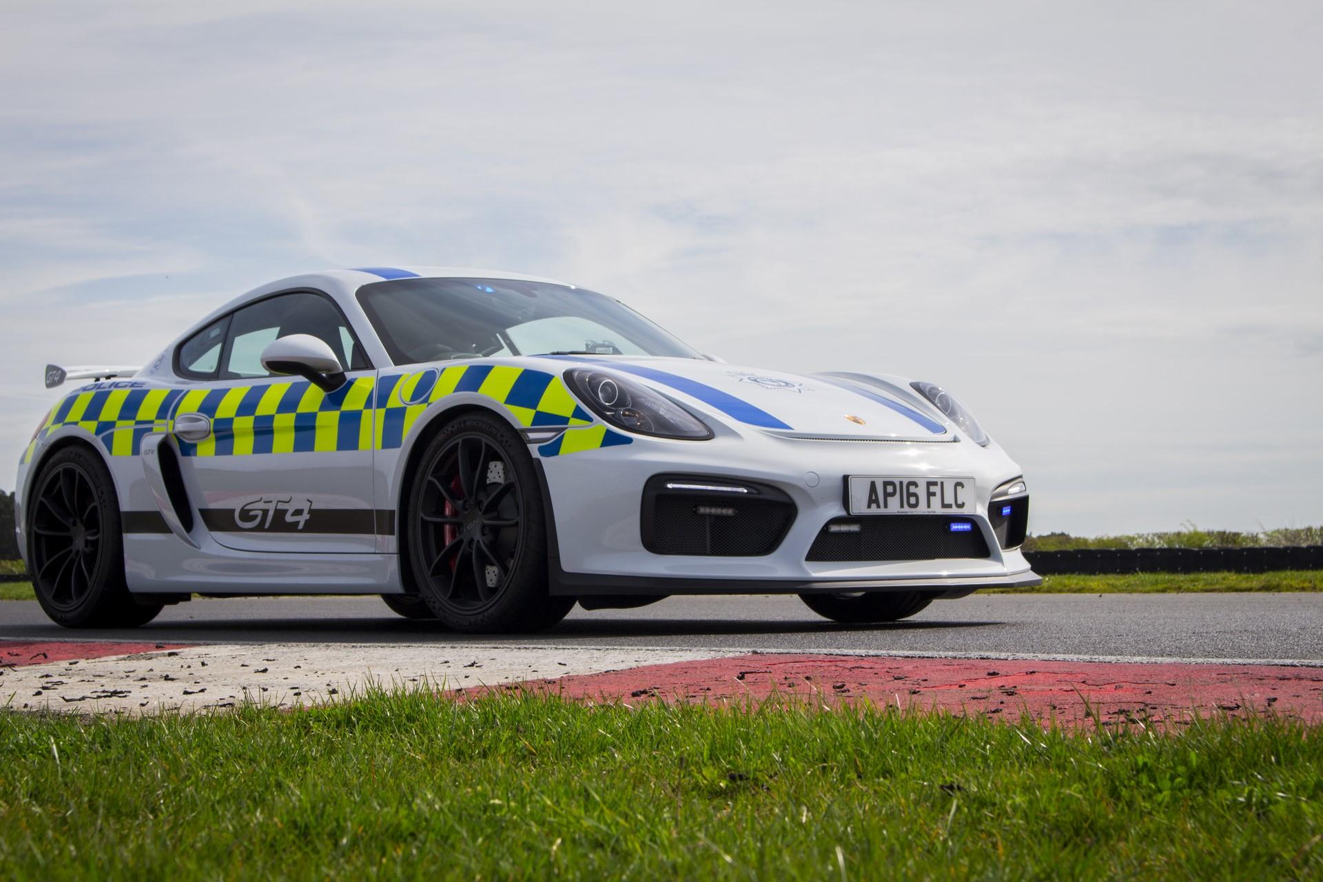Porsche Cayman GT4 police car (2)