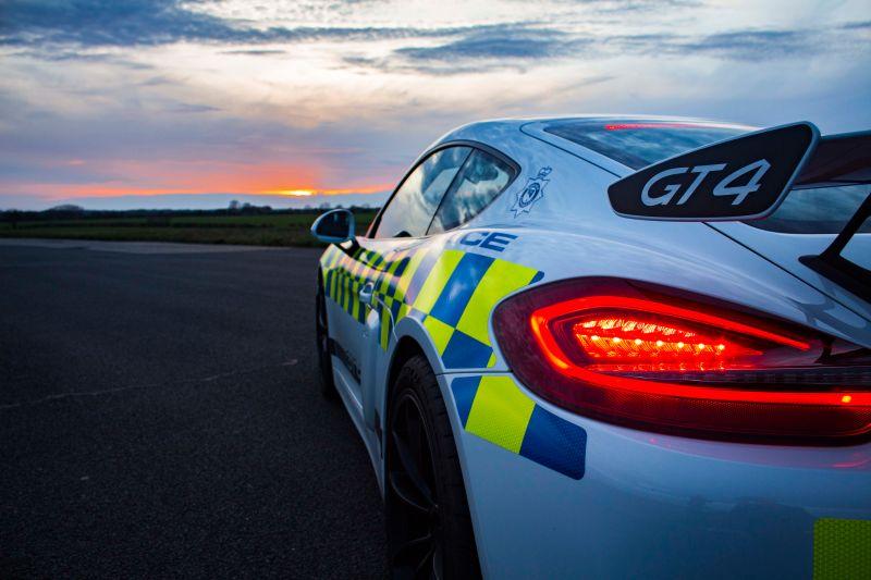 Porsche Cayman GT4 police car (3)