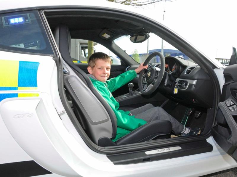Porsche Cayman GT4 police car (5)