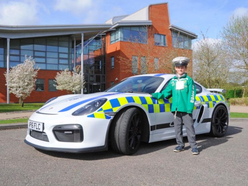 Porsche Cayman GT4 police car (7)