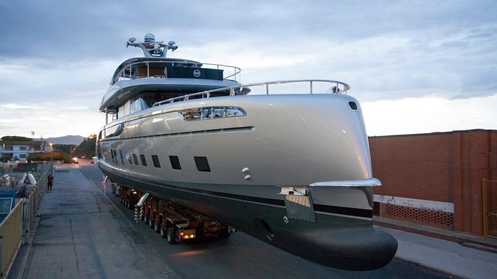porsche-design-dynamiq-gtt-115-hybrid-superyacht (3)