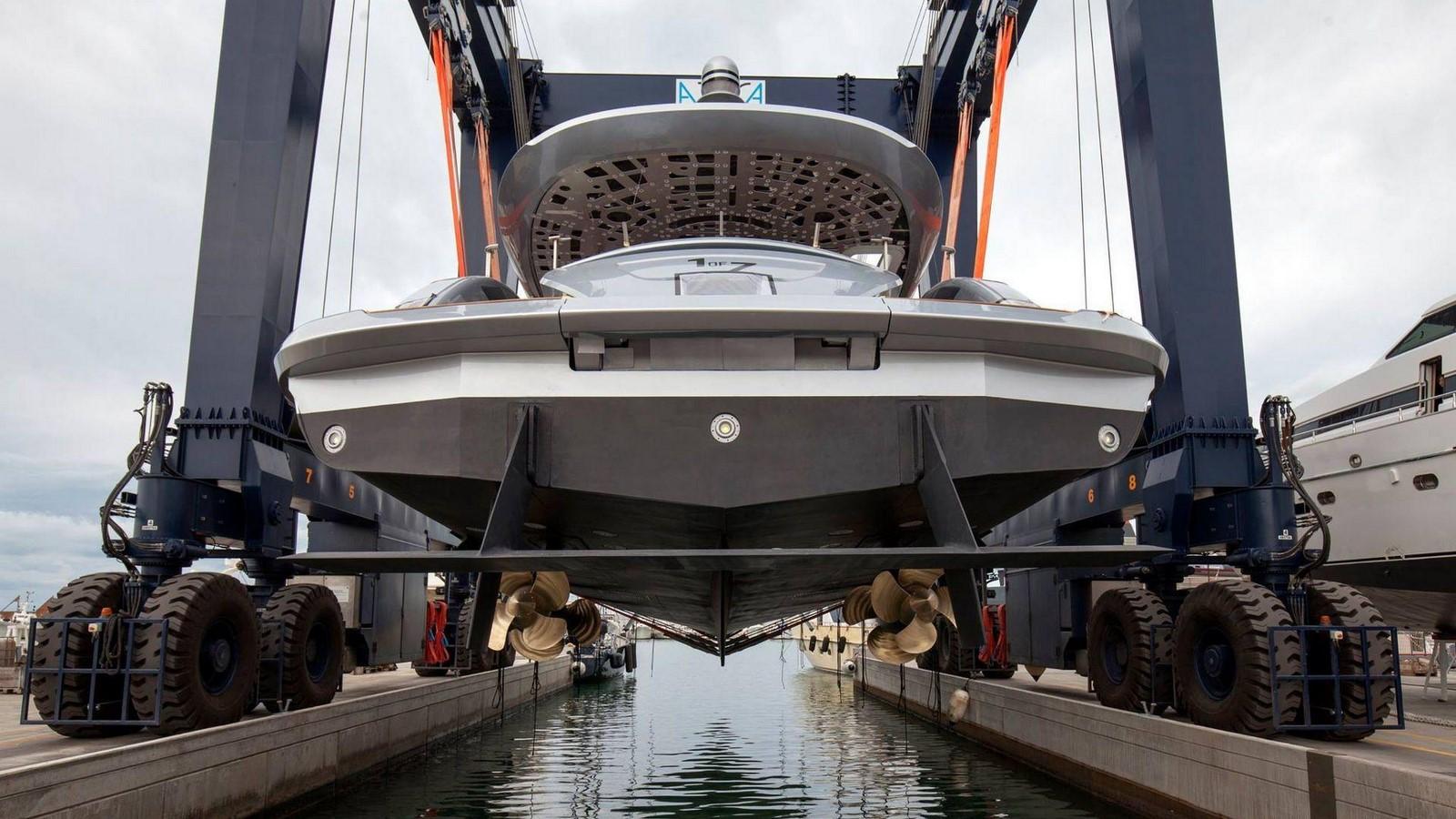 porsche-design-dynamiq-gtt-115-hybrid-superyacht (4)