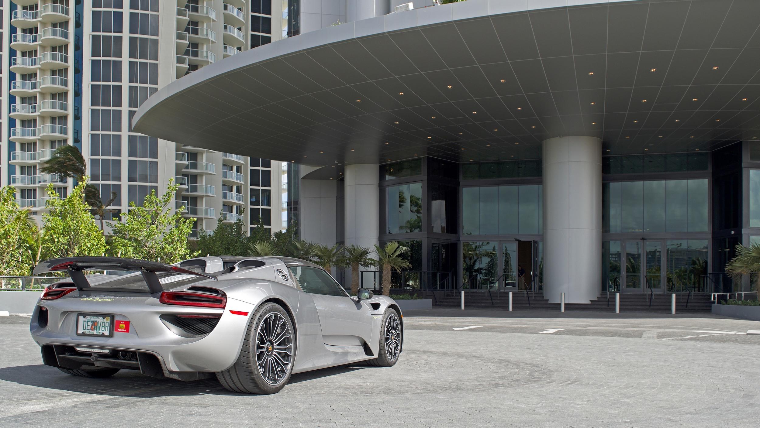 Porsche Design Tower (1)