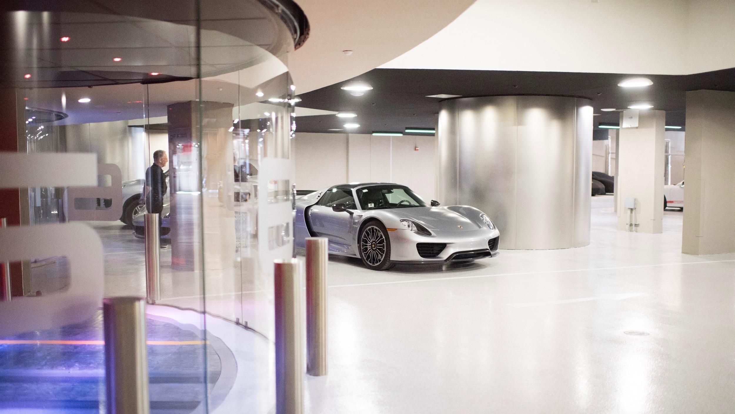 Porsche Design Tower (2)