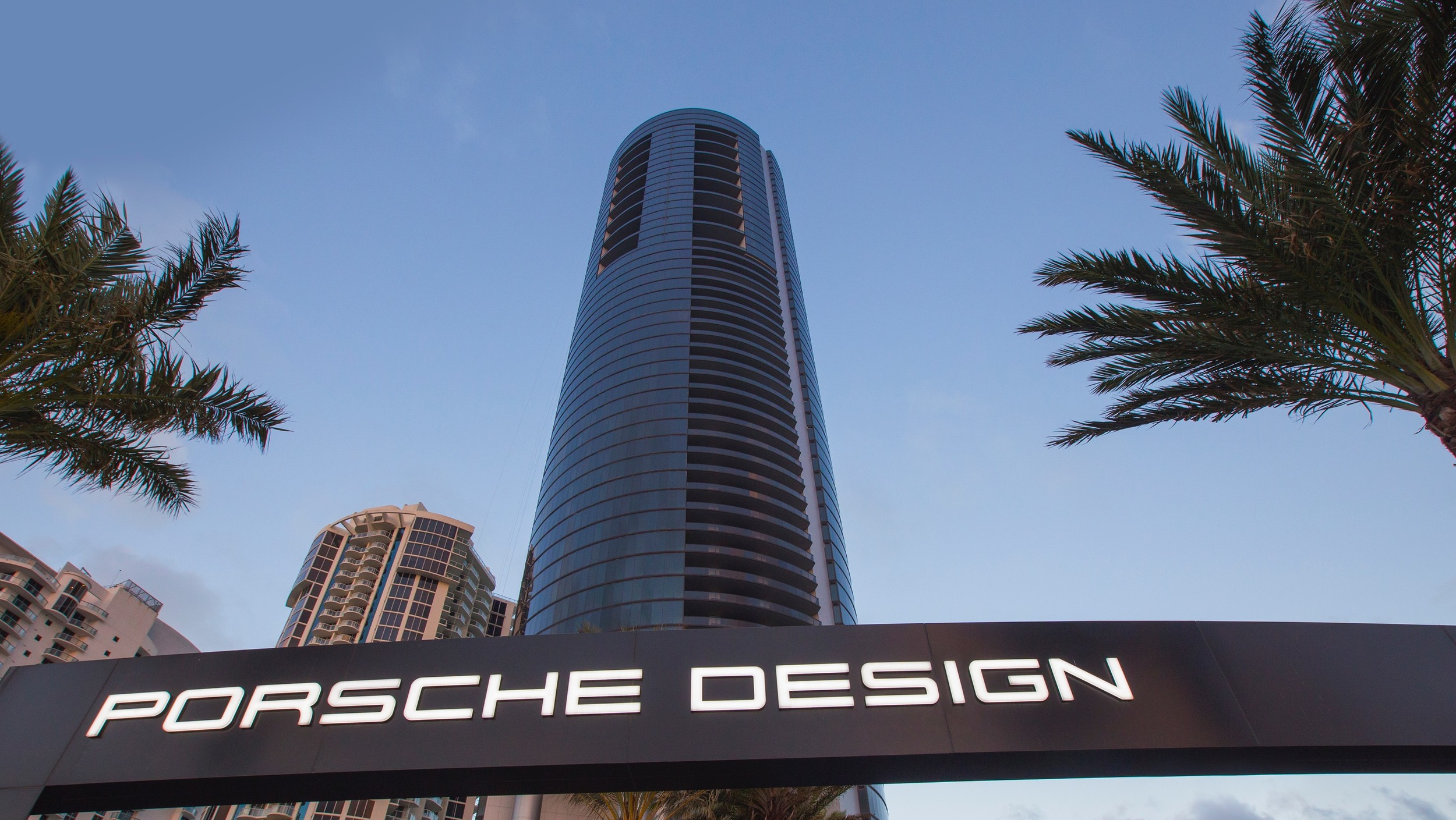 Porsche Design Tower (3)