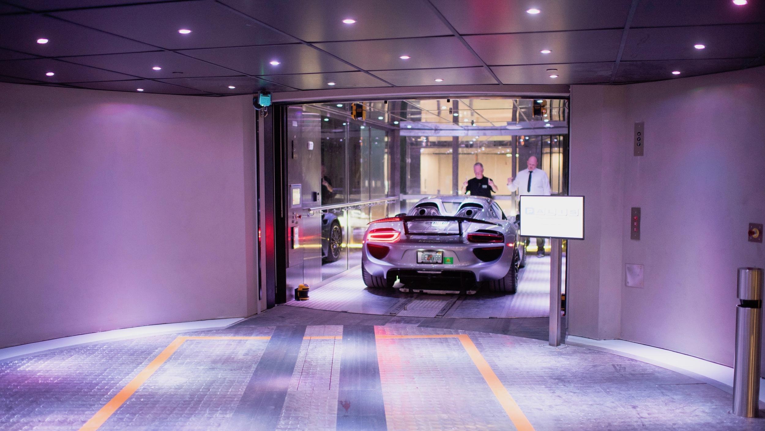 Porsche Design Tower (4)