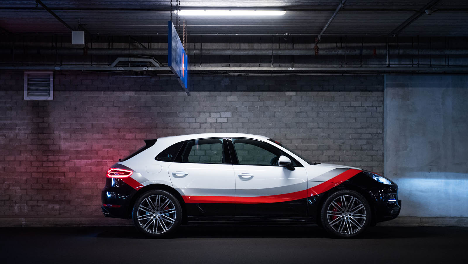 Porsche_Macan_Special_livery_01