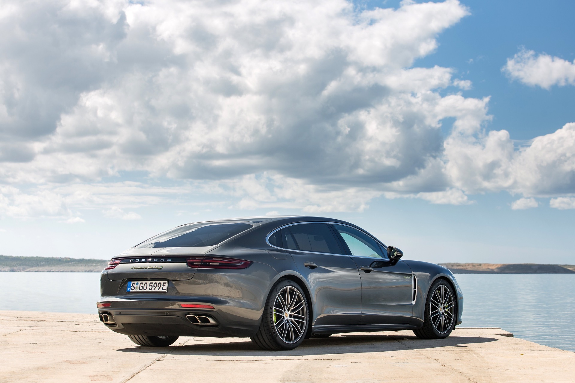 Porsche_Panamera_Turbo-S-E-Hybrid_22