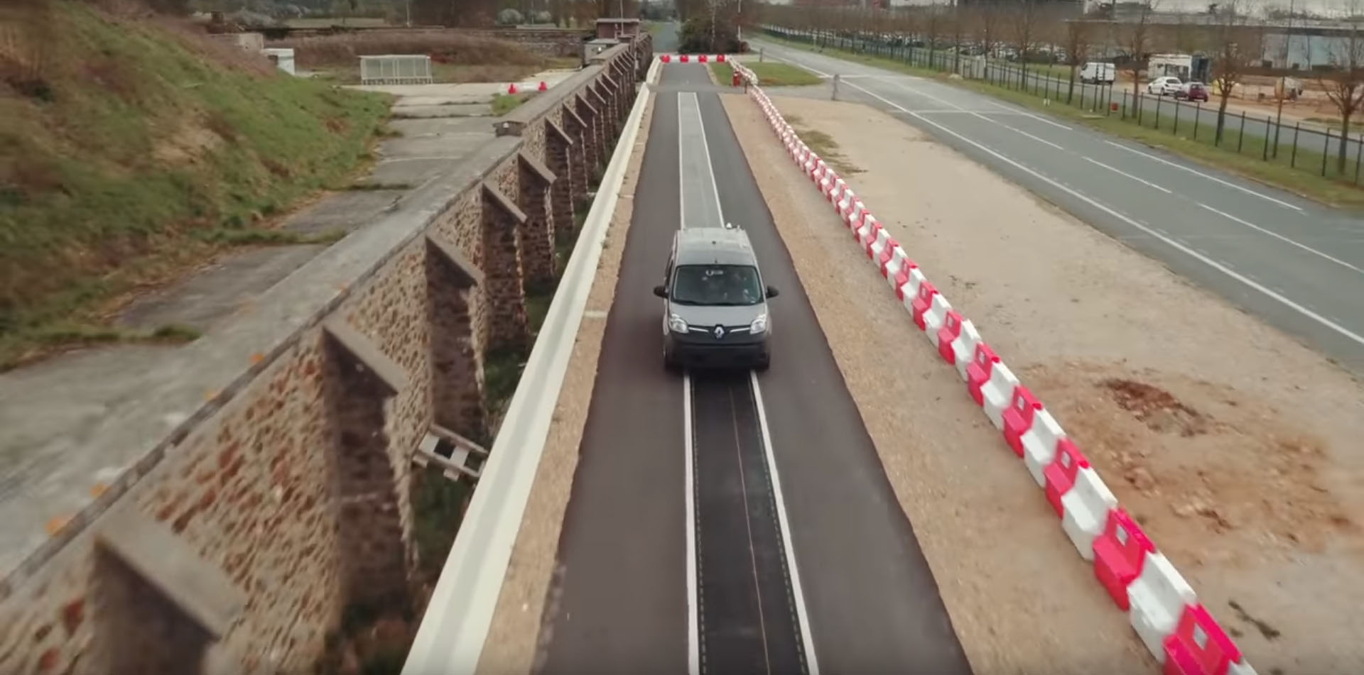 Qualcomm Renault Kangoo ze charging road (1)