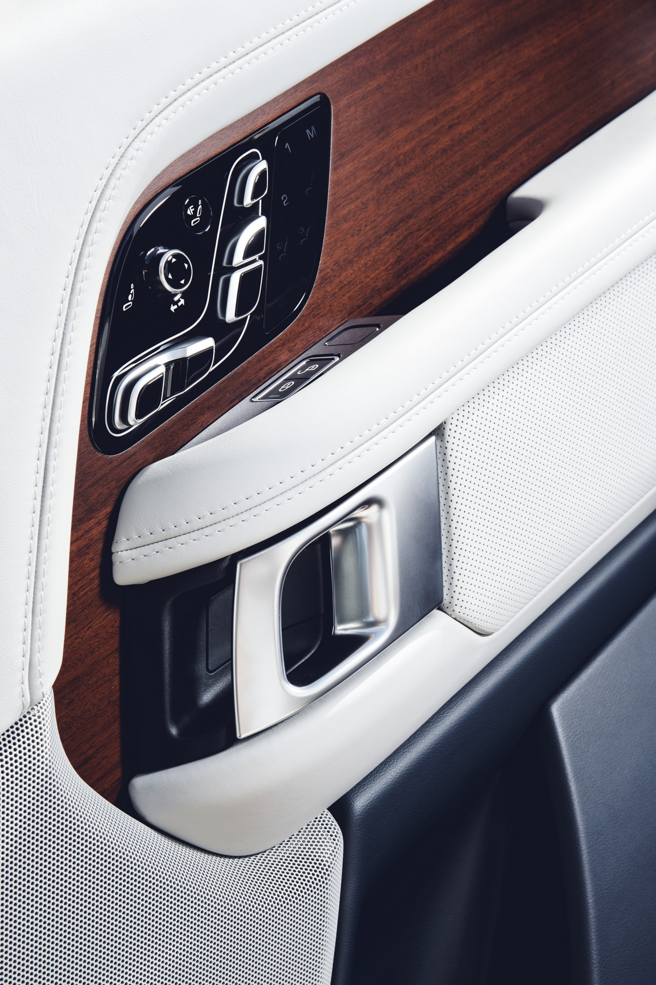Range Rover SVAutobiography 2018 (7)