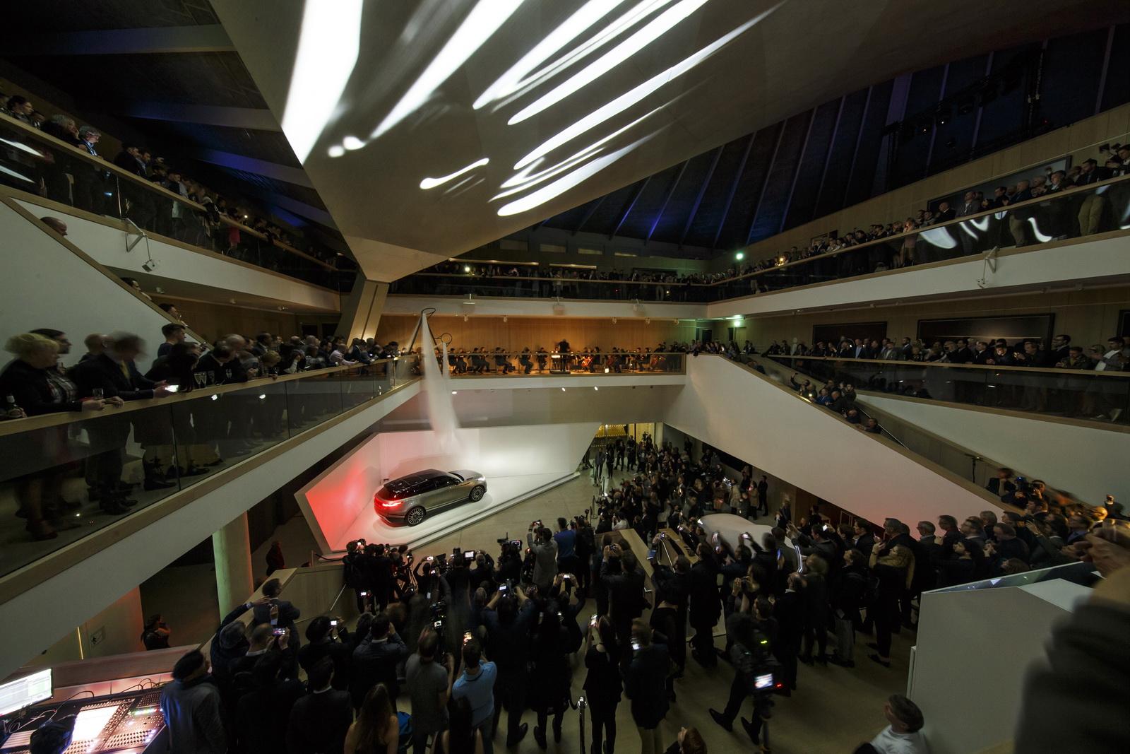 Range Rover Velar in Geneva 2017 (42)