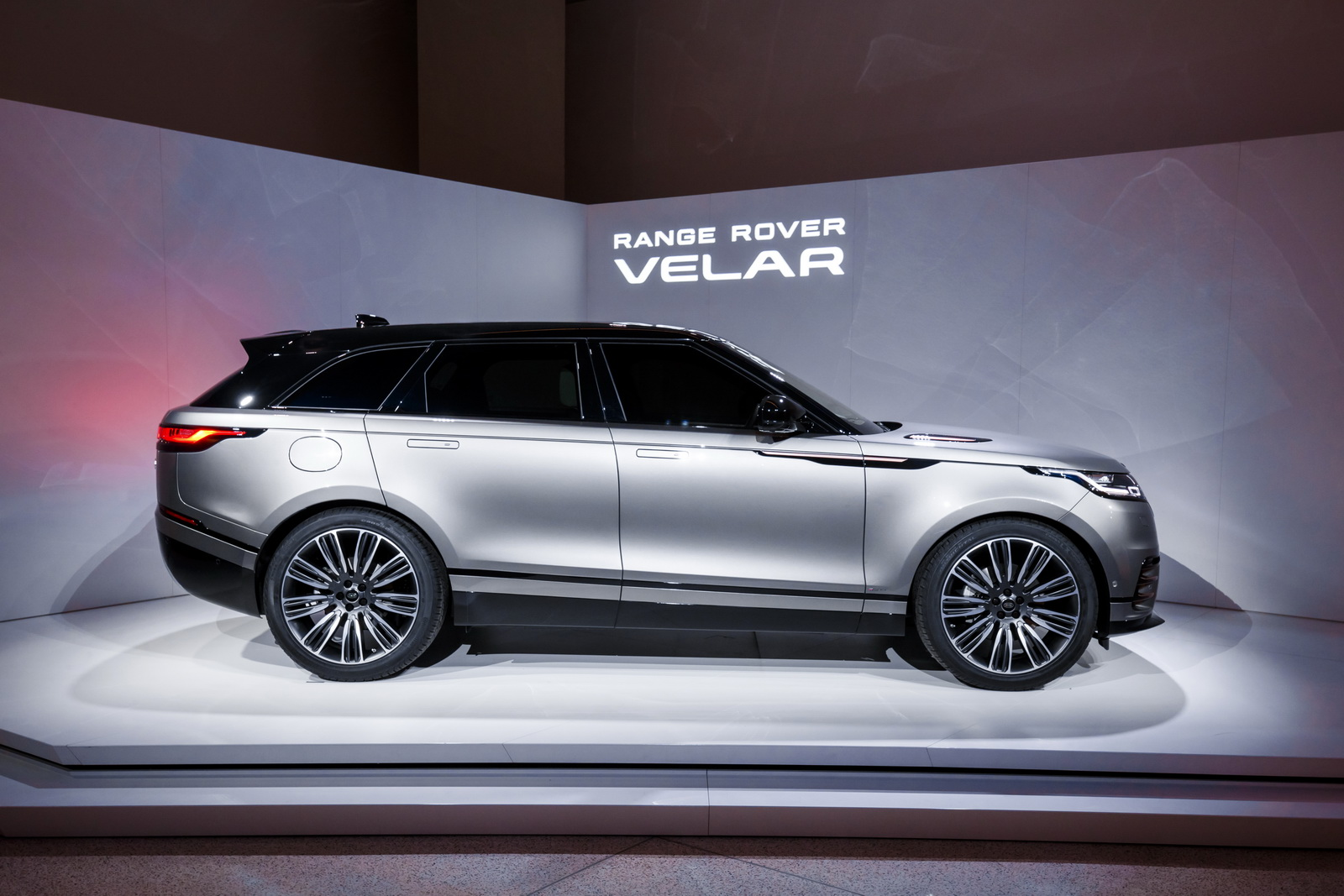 Range Rover Velar in Geneva 2017 (52)