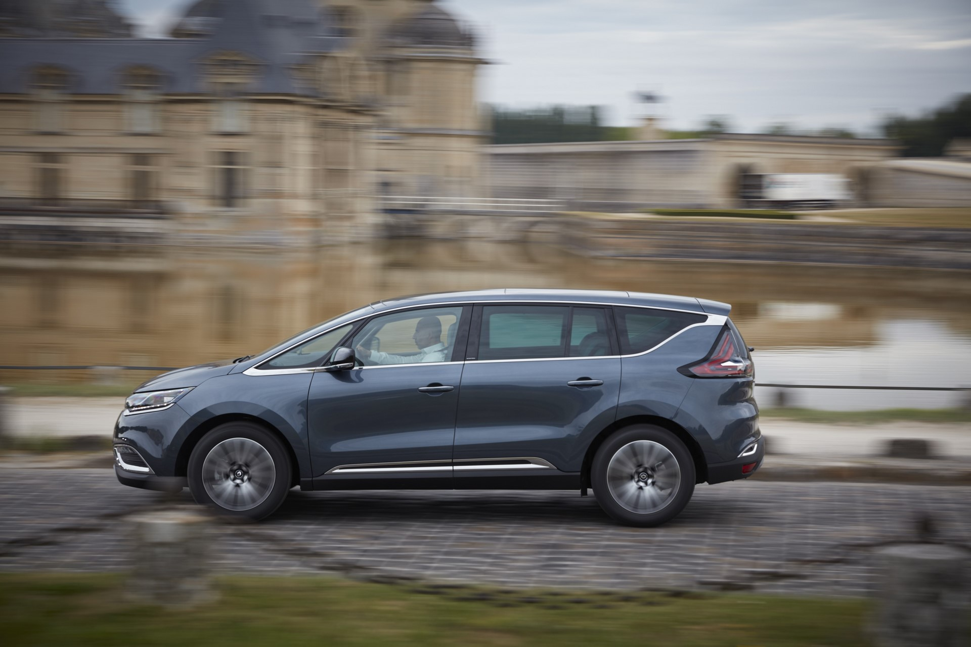 Renault_93224_global_en