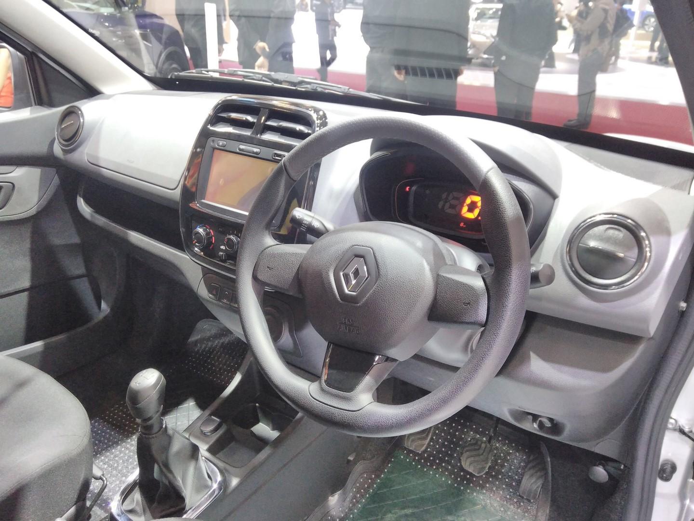 Renault-Kwid-Extreme-at-GIIAS-2017-dashboard