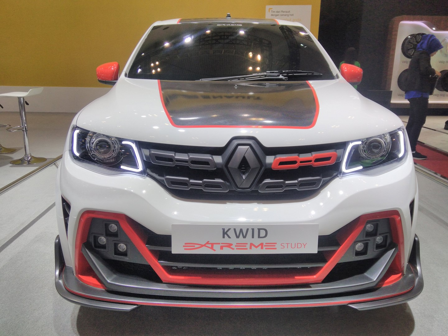 Renault-Kwid-Extreme-at-GIIAS-2017-front-view