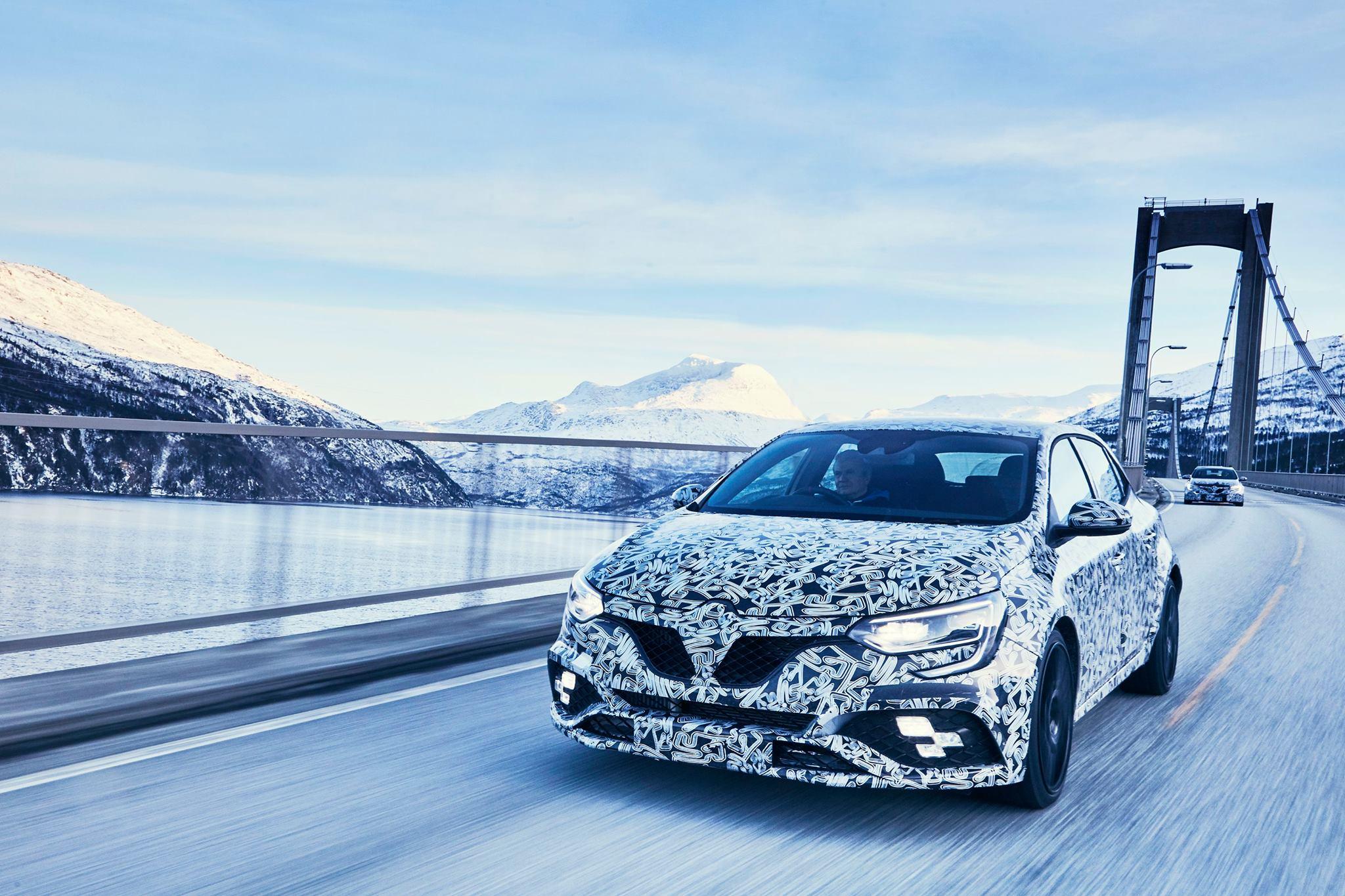 Renault Megane RS teasers snow (1)