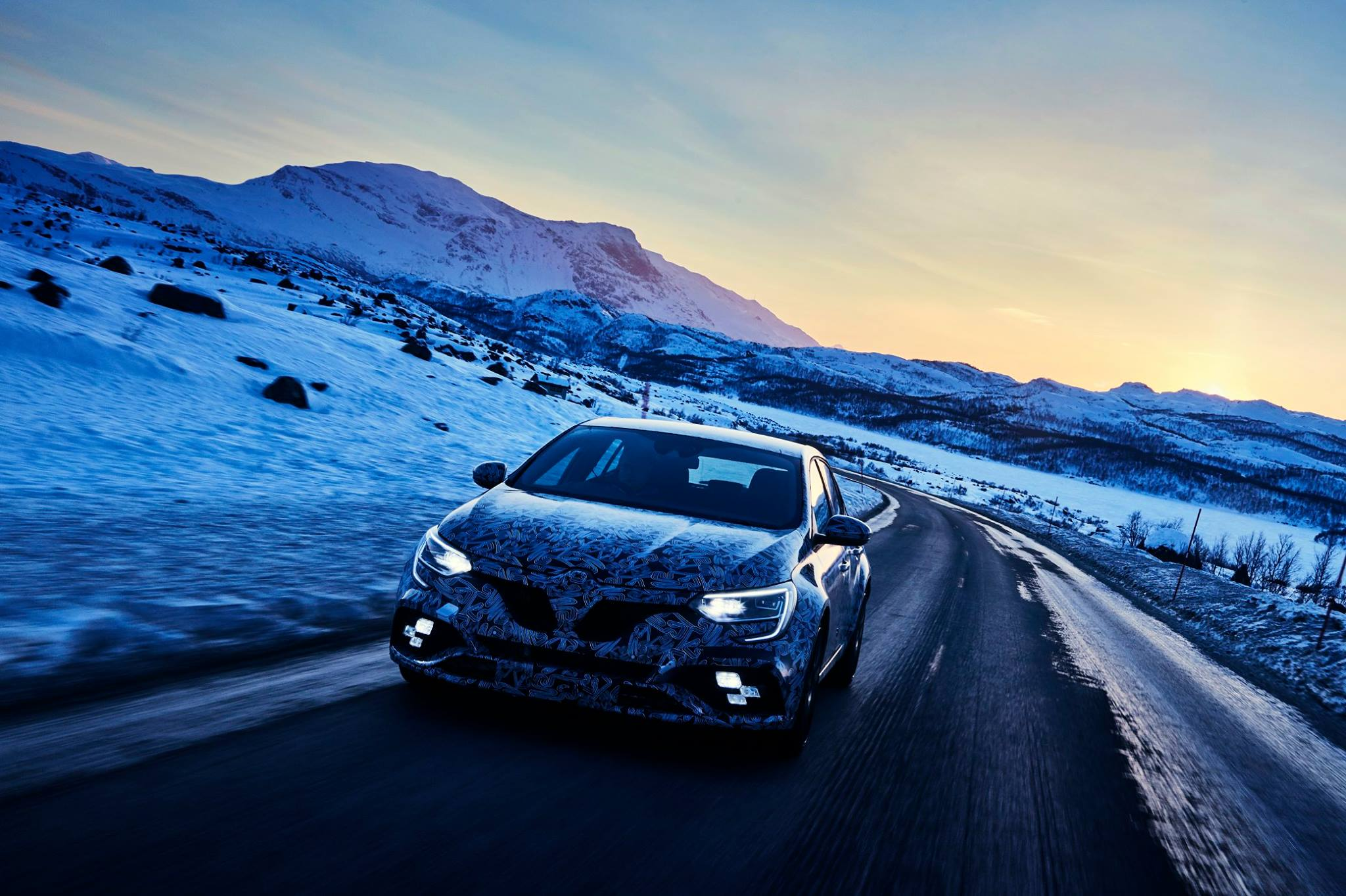 Renault Megane RS teasers snow (3)