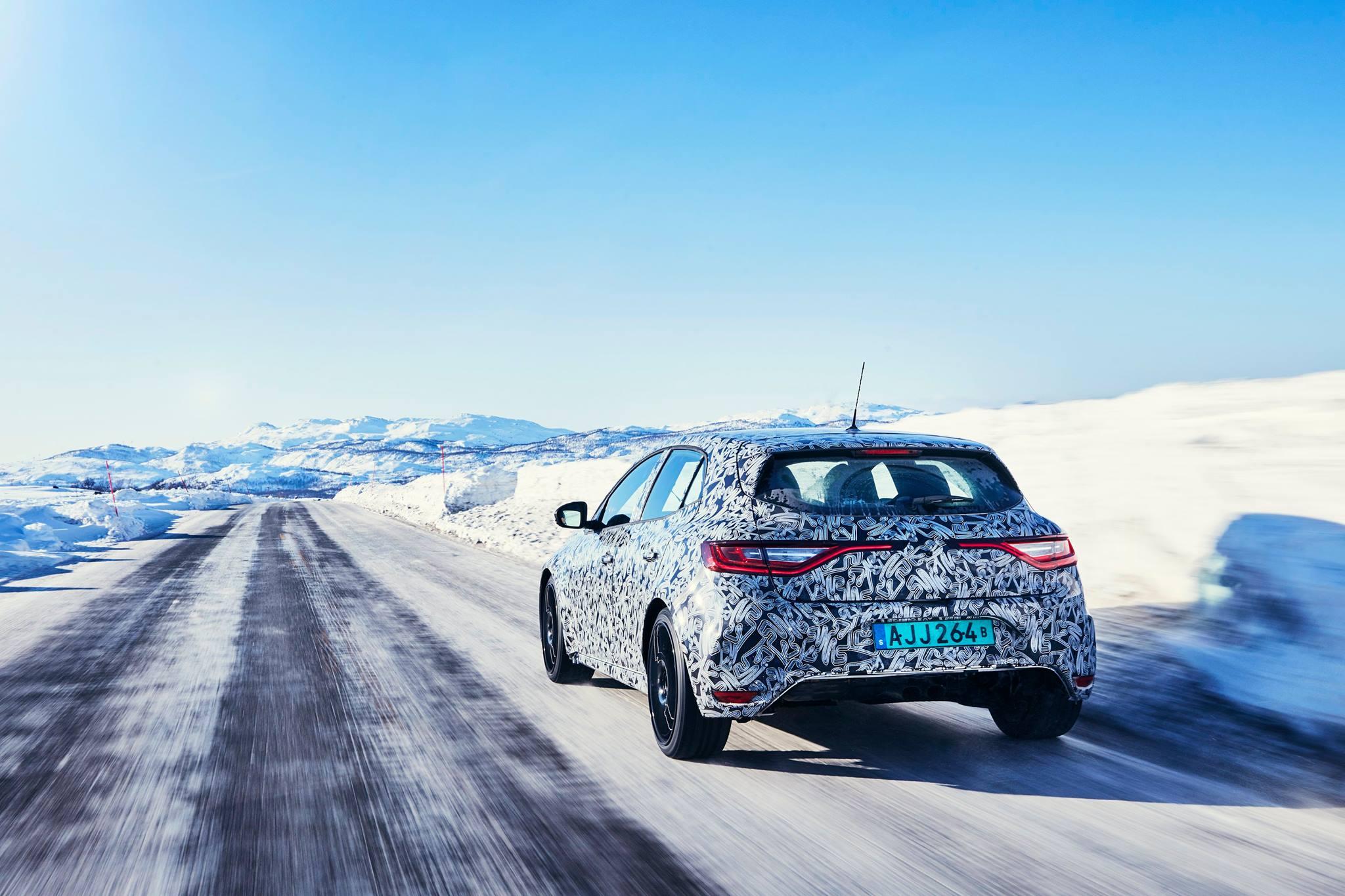 Renault Megane RS teasers snow (5)