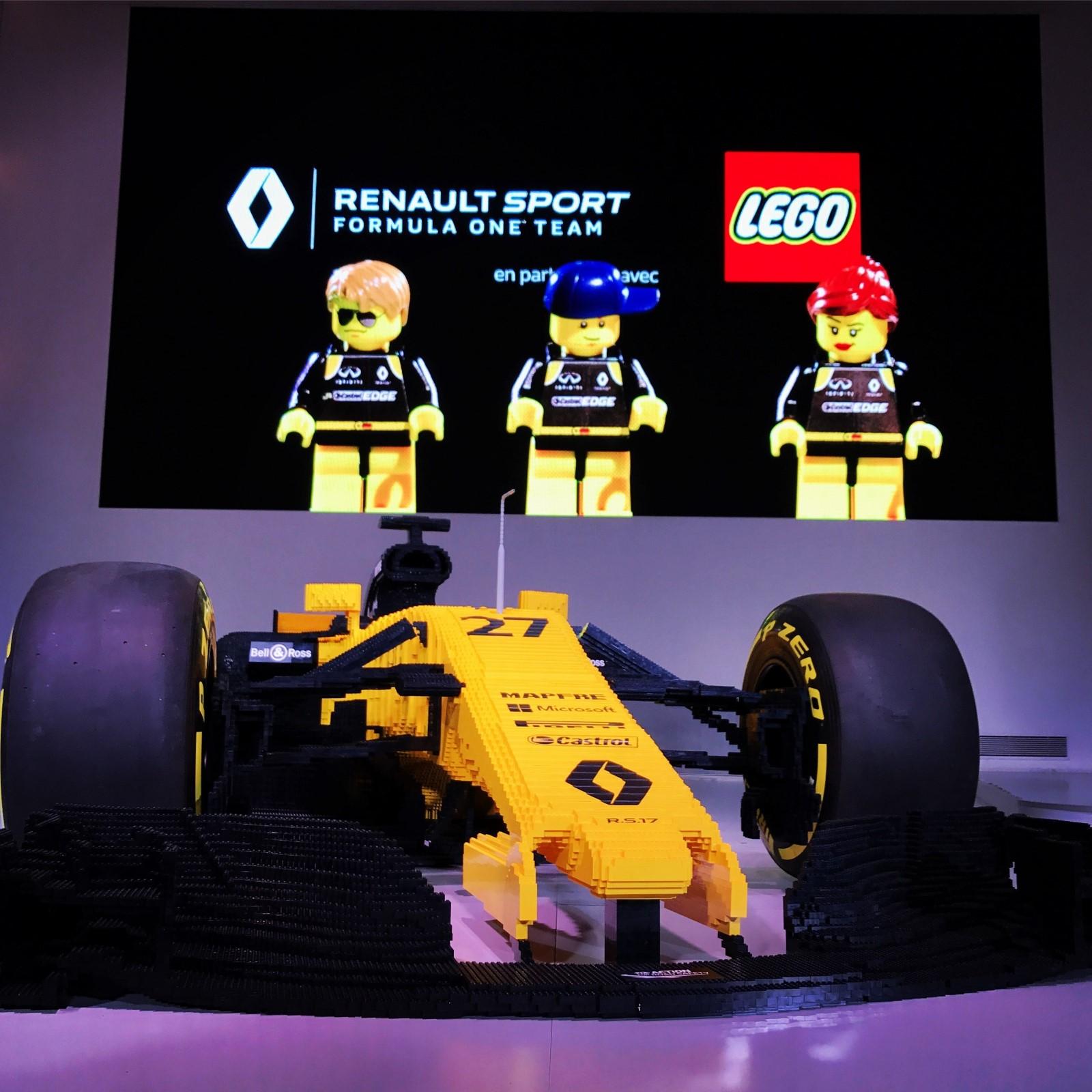 2017 - Monoplace R.S.17 à échelle 1 construite en briques LEGO