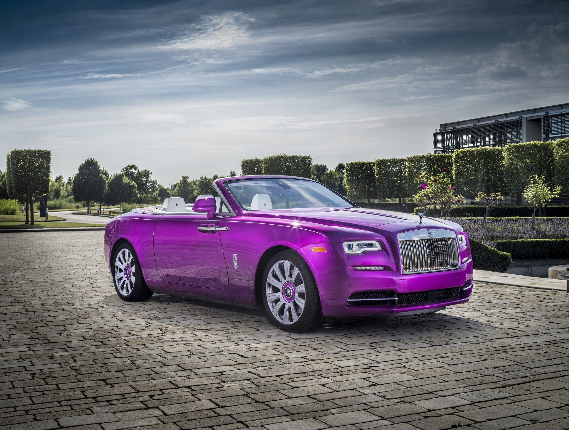 Rolls Royce Dawn in Fuxia (1)