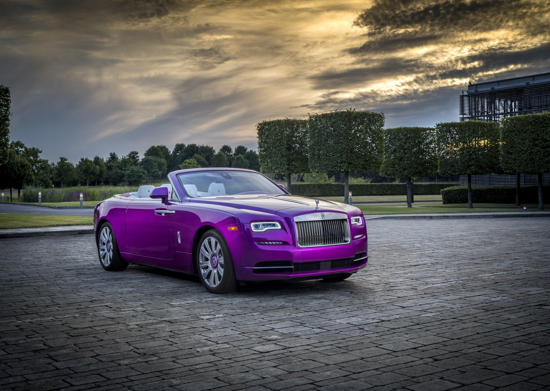 Rolls Royce Dawn in Fuxia (11)