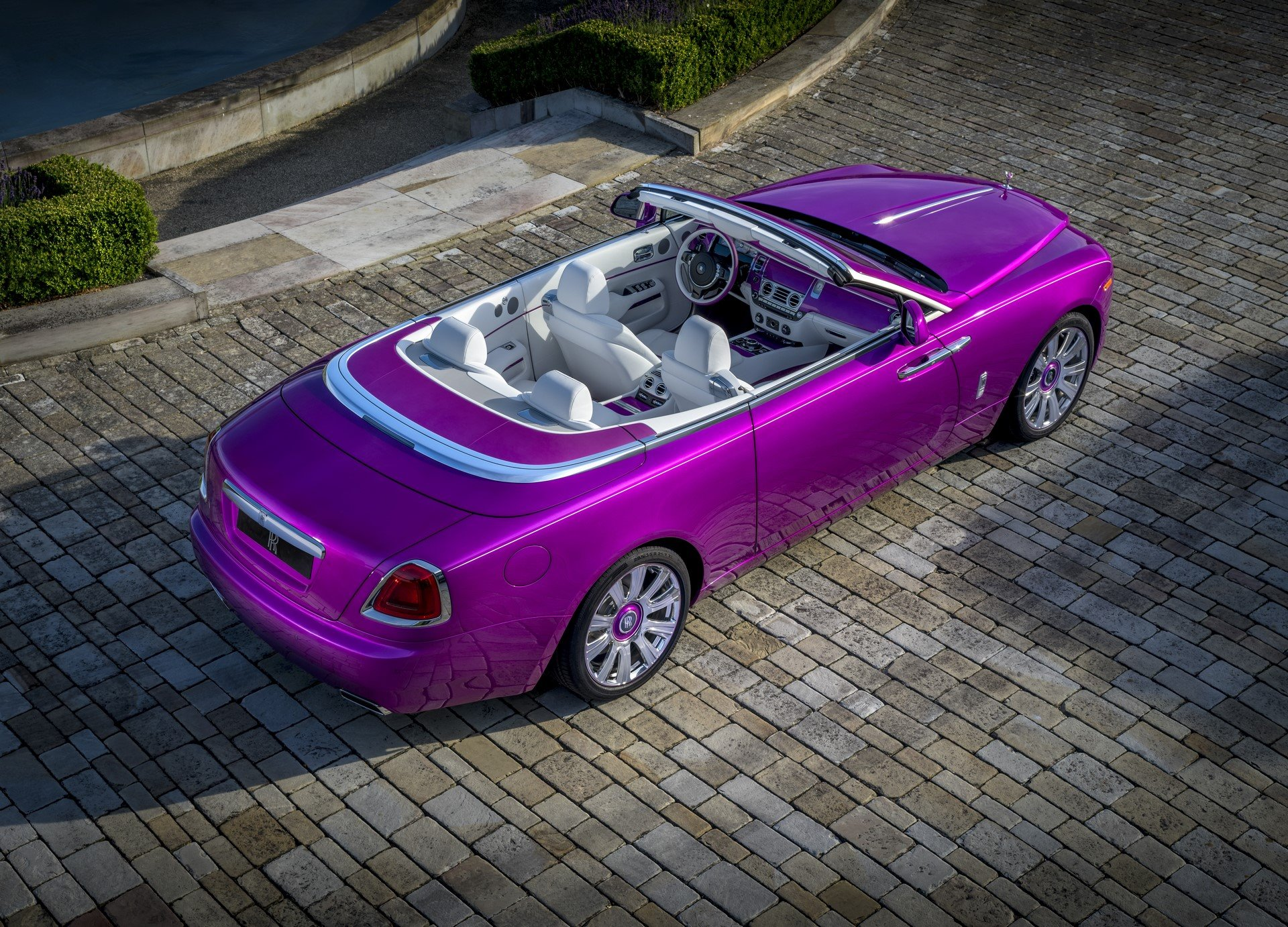 Rolls Royce Dawn in Fuxia (2)
