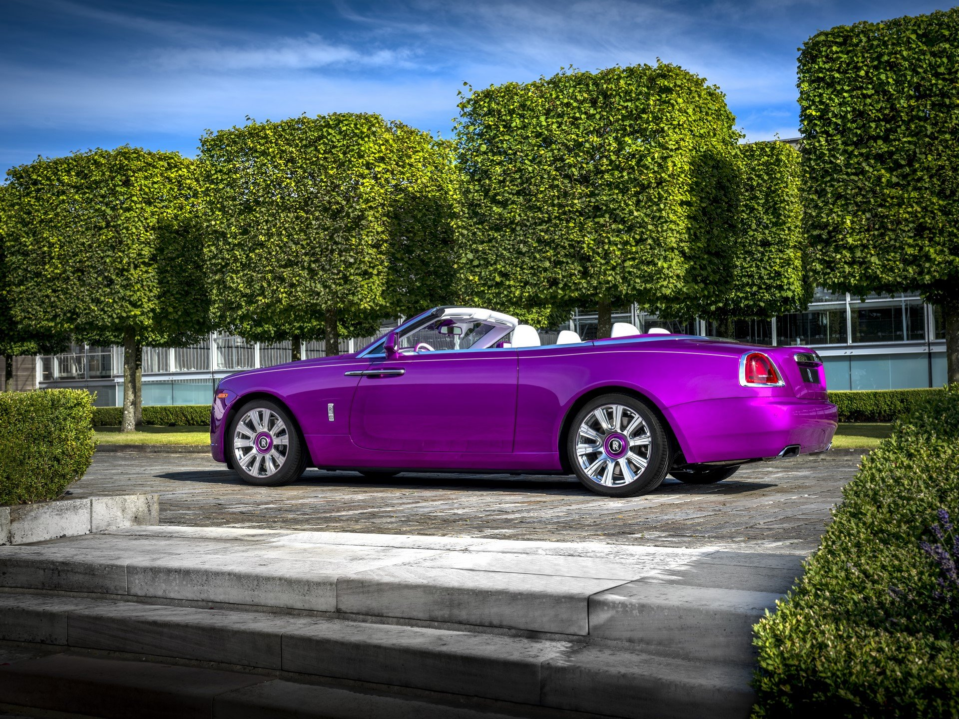 Rolls Royce Dawn in Fuxia (3)