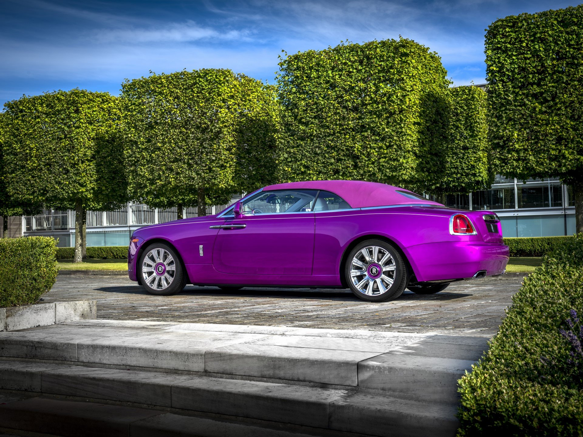Rolls Royce Dawn in Fuxia (4)