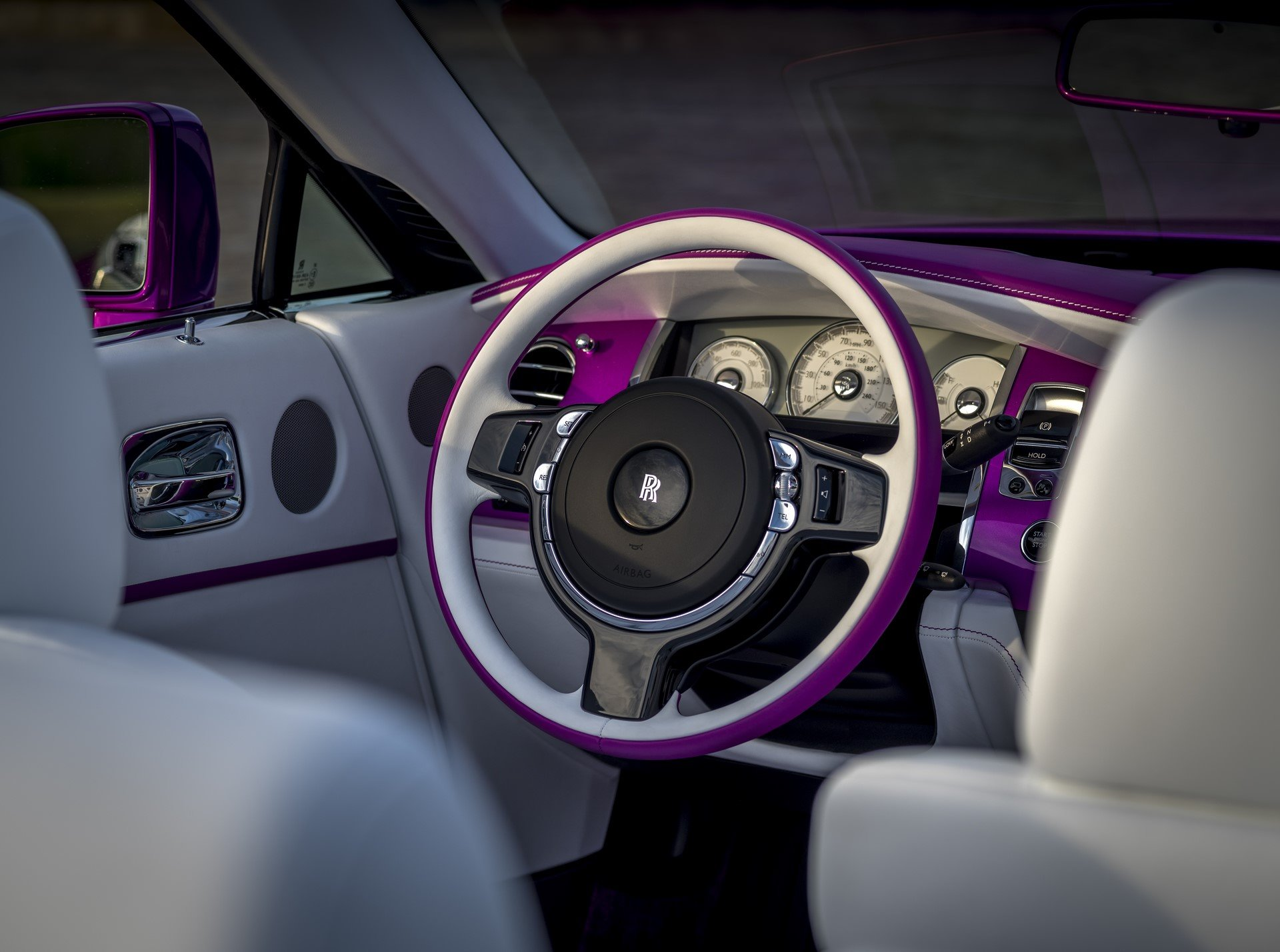 Rolls Royce Dawn in Fuxia (9)