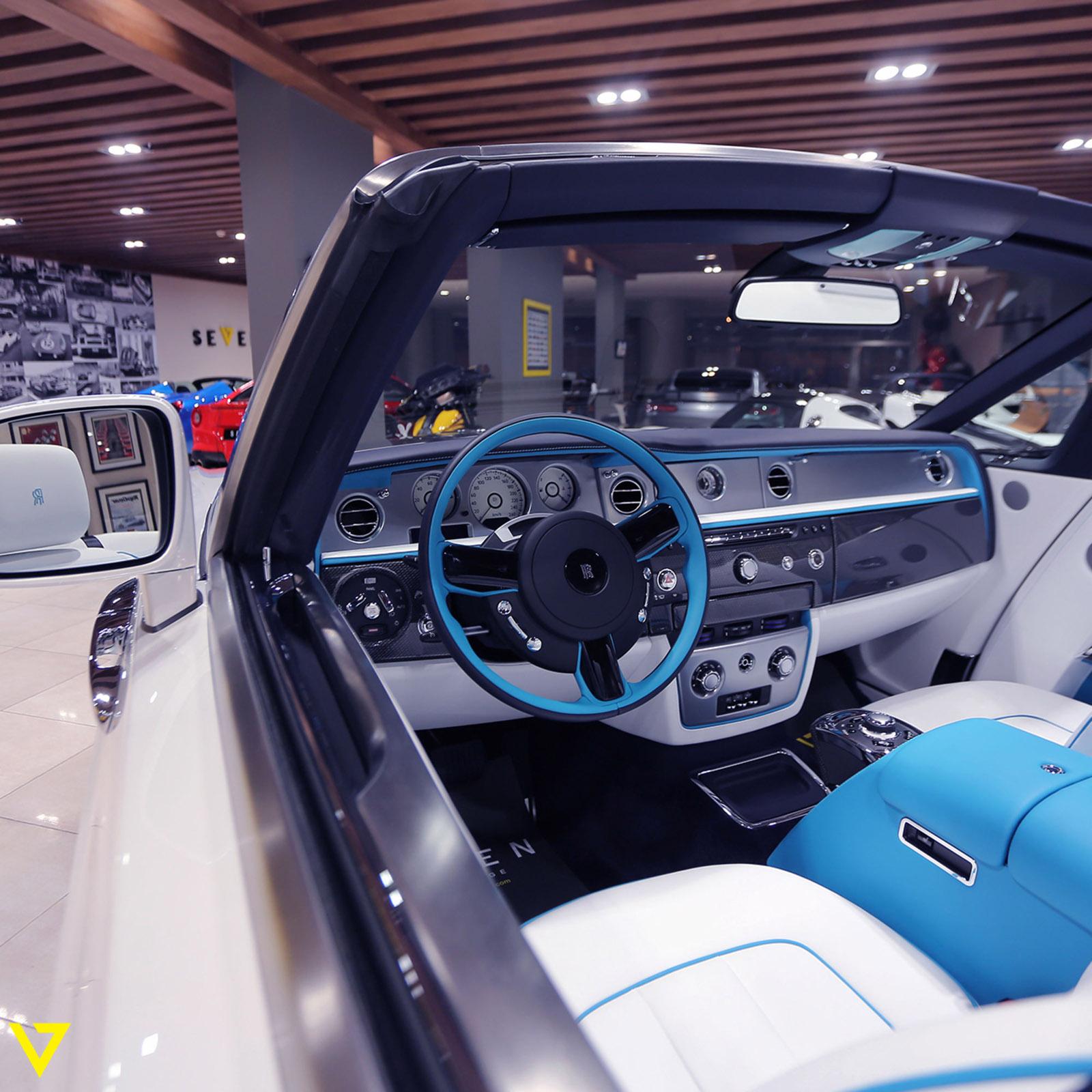 Rolls-Royce_Phantom_Drophead_Coupe_Last-of-Last_edition_05