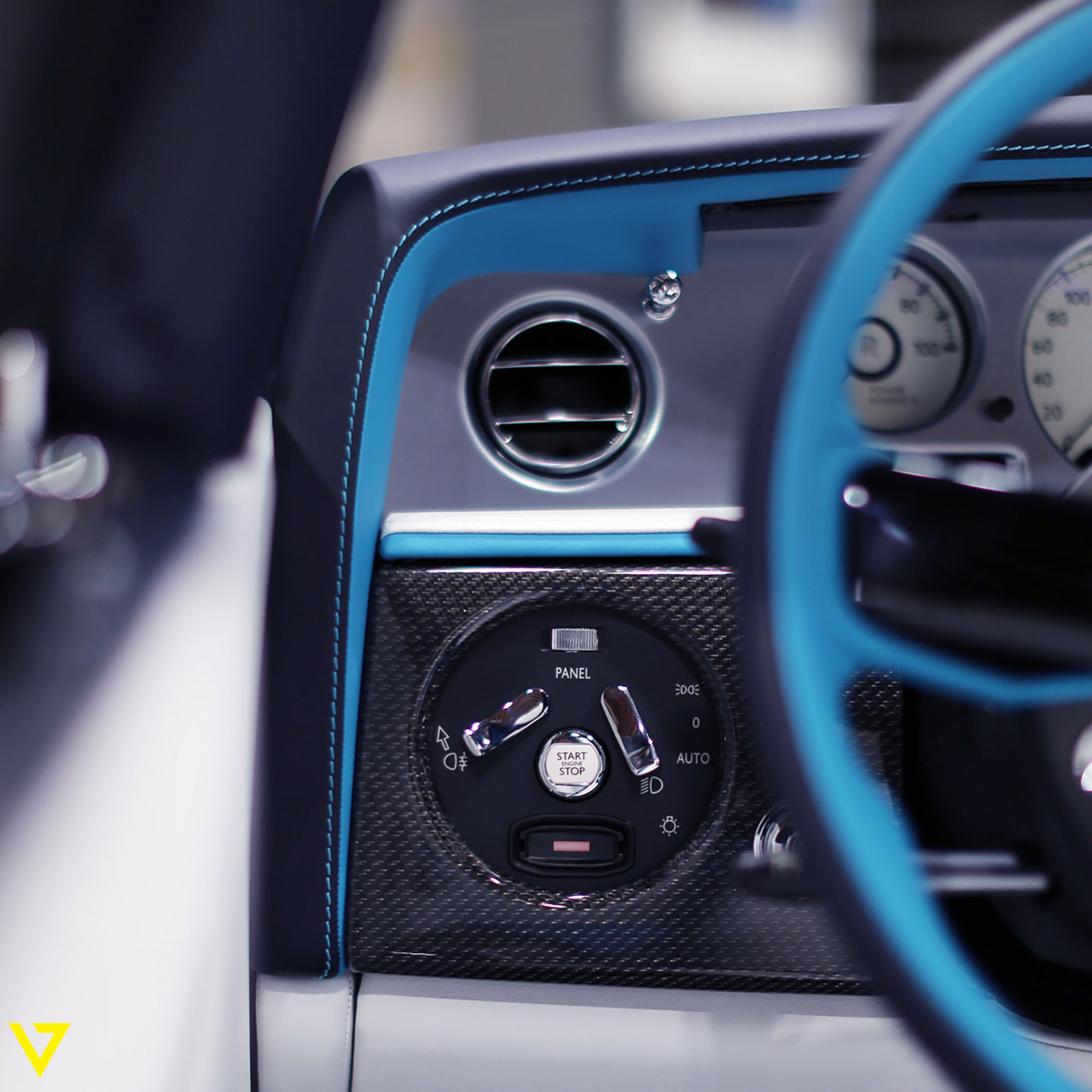 Rolls-Royce_Phantom_Drophead_Coupe_Last-of-Last_edition_11