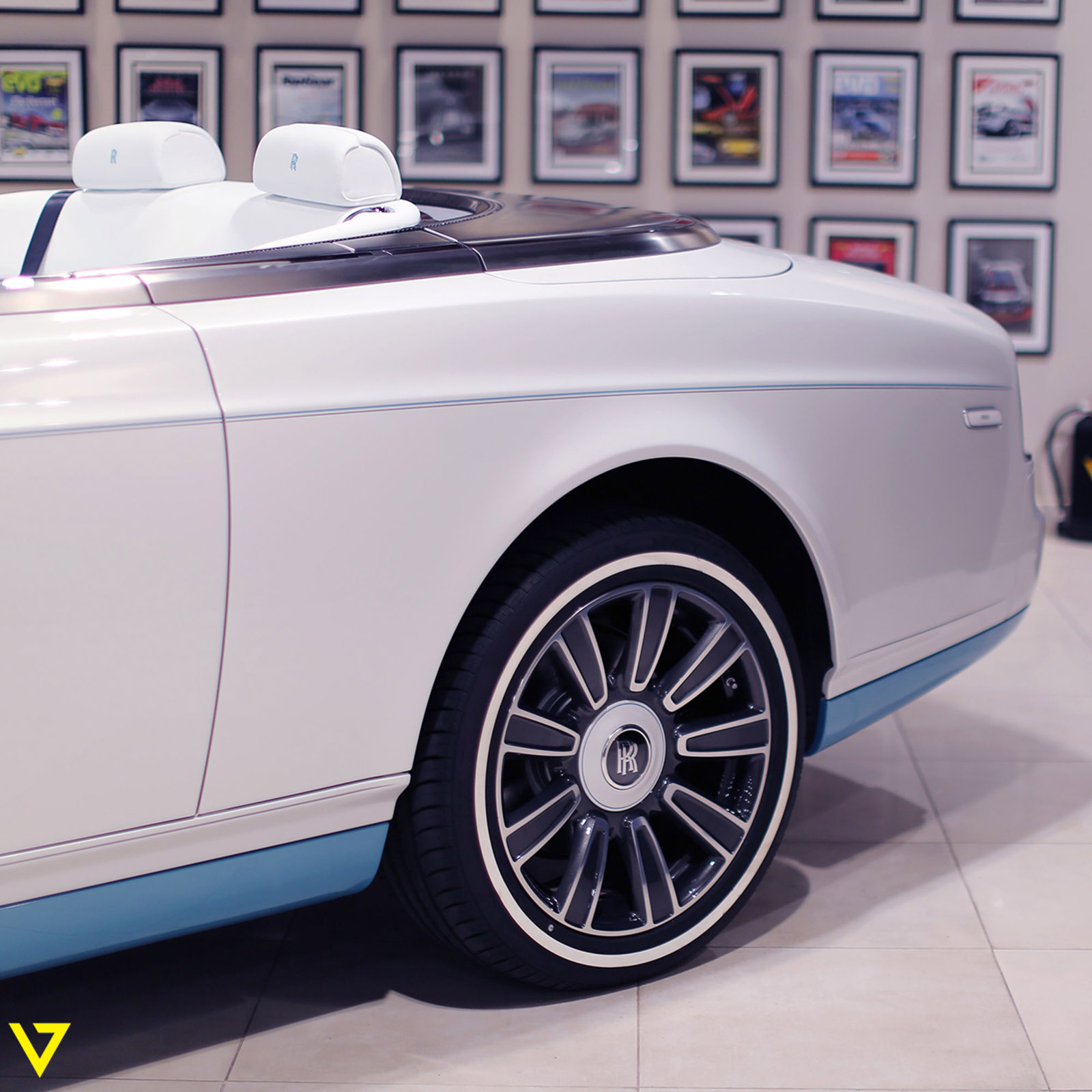 Rolls-Royce_Phantom_Drophead_Coupe_Last-of-Last_edition_12