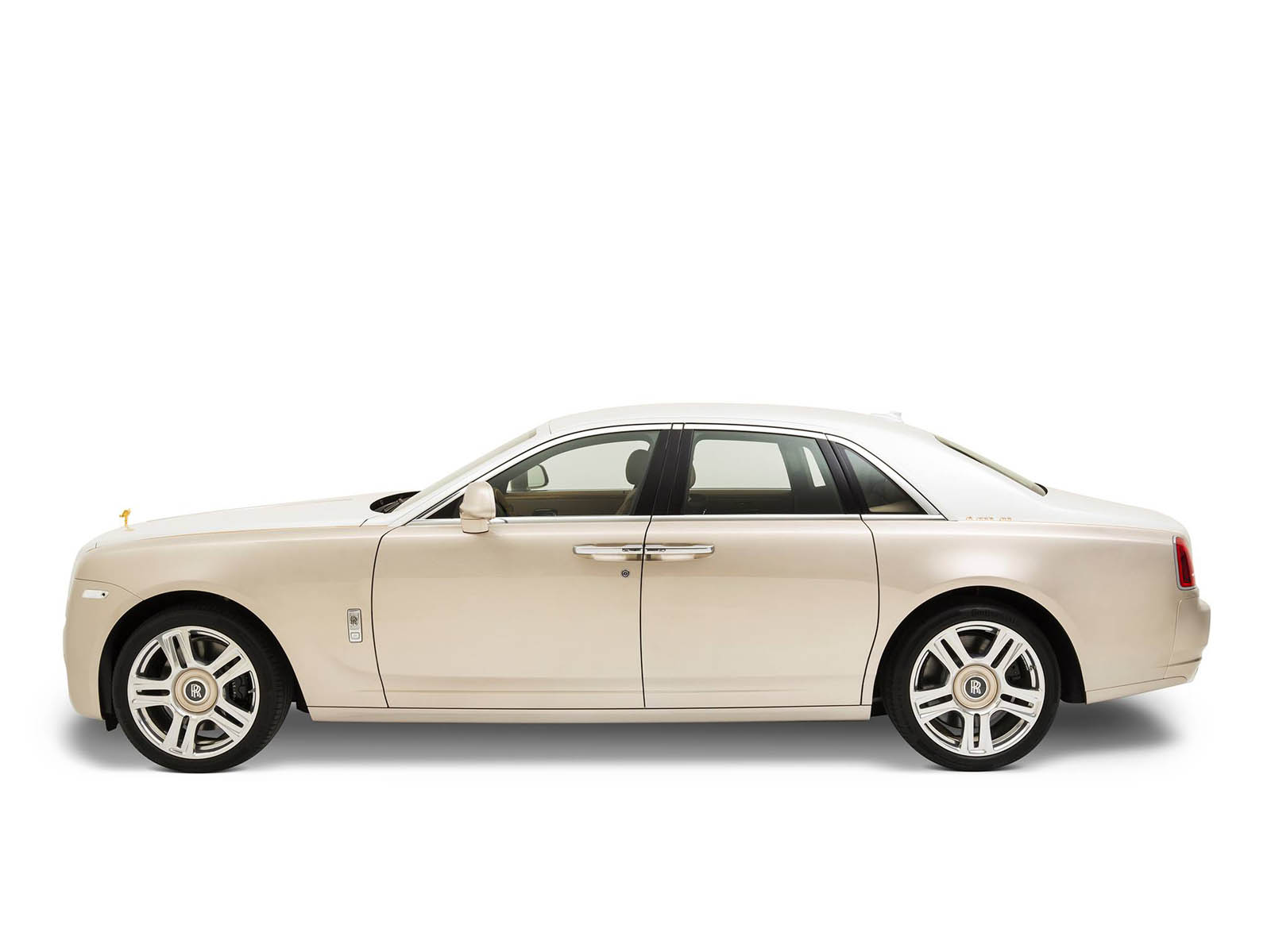 rolls-royce-Ghost-inspired-by-Ancient-Trade-Routes-11