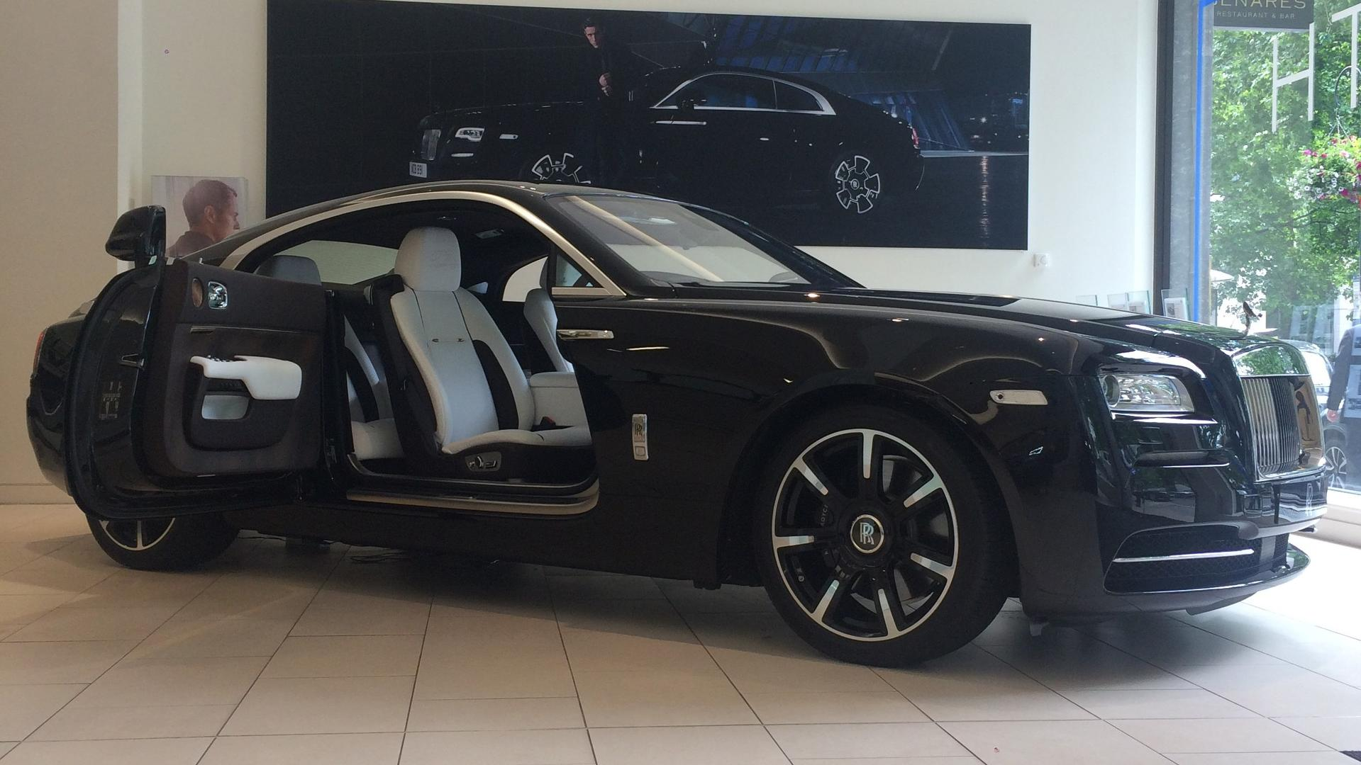 Rolls-Royce_Wraith_by_Roger_Daltrey_10
