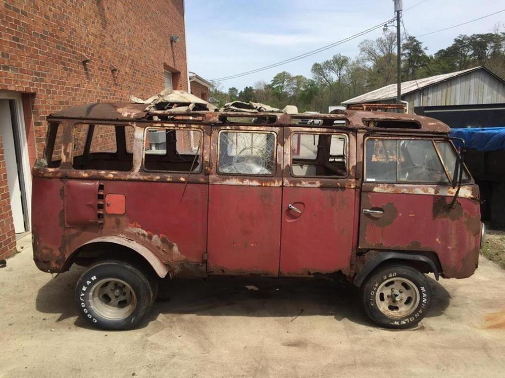 Rusty Volkswagen Bus 1963 for sale (1)