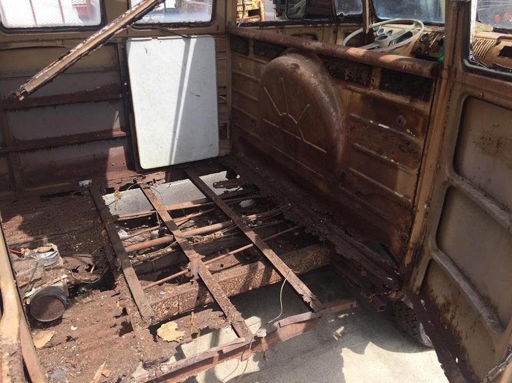Rusty Volkswagen Bus 1963 for sale (12)