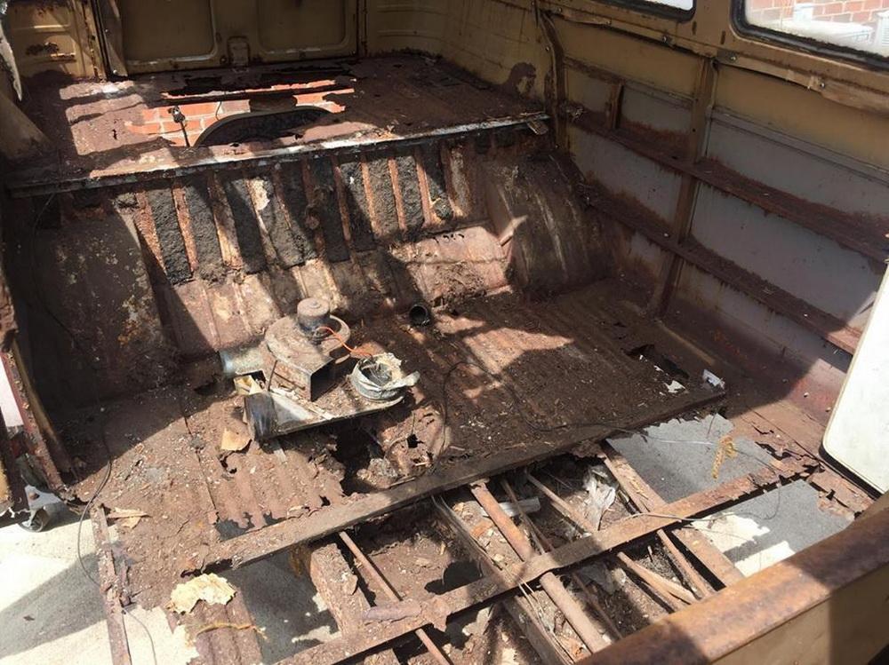 Rusty Volkswagen Bus 1963 for sale (13)