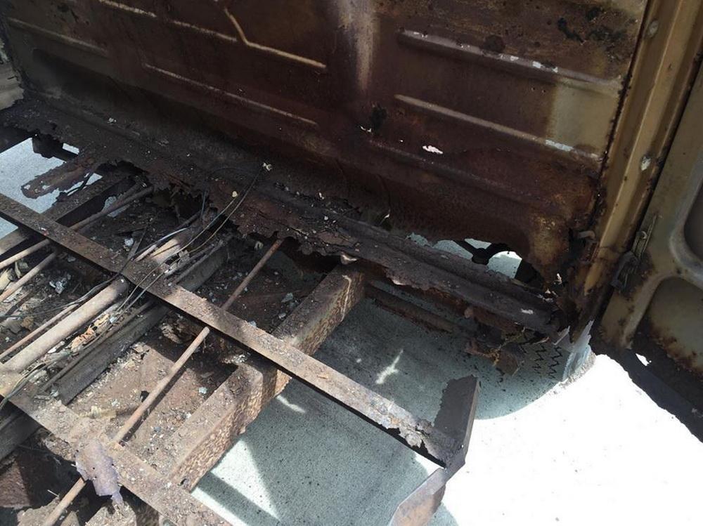 Rusty Volkswagen Bus 1963 for sale (17)