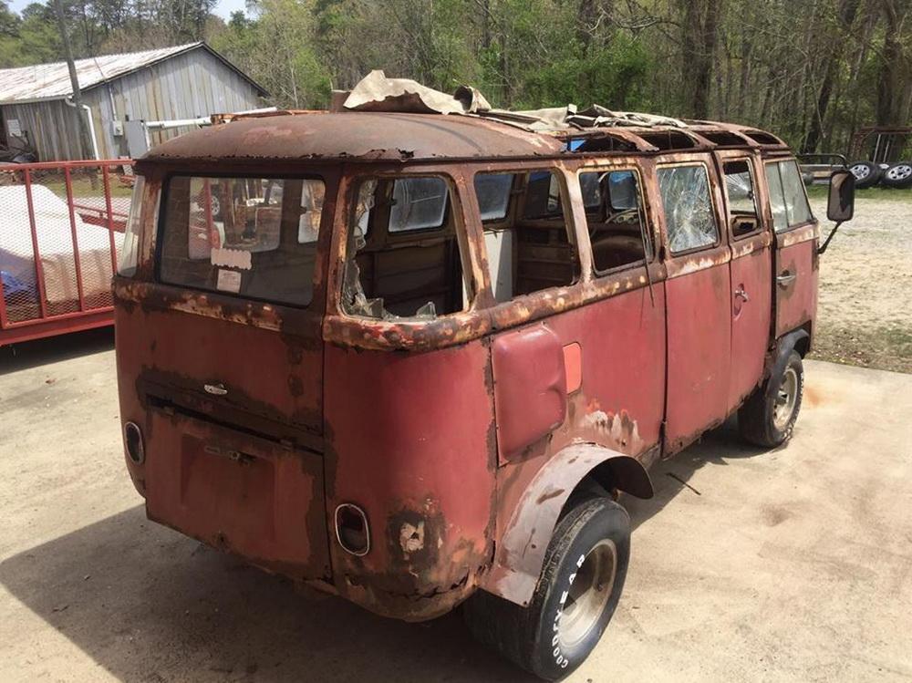 Rusty Volkswagen Bus 1963 for sale (2)