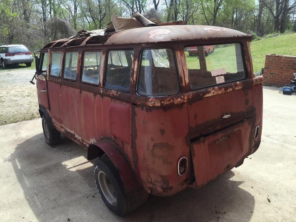 Rusty Volkswagen Bus 1963 for sale (3)